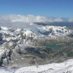 Výhled z vrcholu Johannisbergu (3 460 m. n. m.) na Granatspitzgruppe.