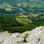 Pohled z vrcholu do údolí.