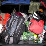 Organizovaná neuspořádanost v kufru.
