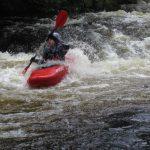 Průjezd přírodní slalomové trati na řece Tryweryn.
