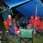 Pršelo celkem vytrvale, a tak jsme večery většinou trávili pod plachtou.
