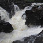 Nesjízdné vodopády na řece Orchy.