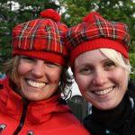 Slušivé skotské čapky si pořídili skoro všichni.