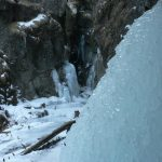 Krásné zamrzlé skalní rokle.