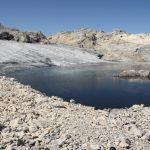 Ledovcové jezero s úžasně studenou vodou.