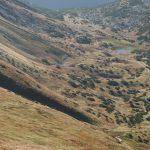 Dereme se zpátky na hřeben, ohlédnutí zpět do Ráčkovy doliny.