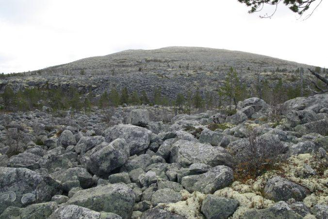 Kratlvola, ohromná hromada kamení, na kterou jsme se vydrápali.