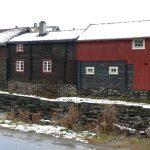 Všude byly dřevěné domky na kamenných podezdívkách.
