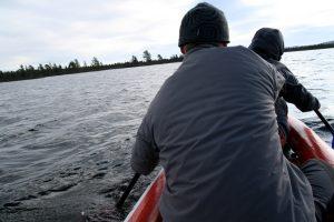 Přeplouváme první jezero.