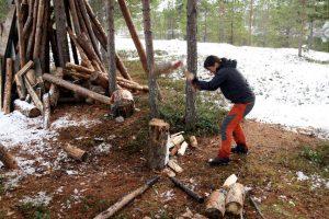 Připravené dřevo stačilo jen nařezat a naštípat.