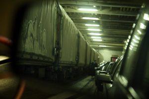 Do trajektu se vešel celý vlak.