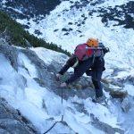 Řetězy do Velké zmrzlé doliny byly částečně pod ledem.