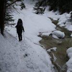 Vyrážíme do dier, potok není zamrzlý.