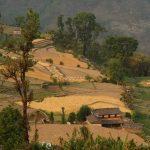 Večer přivál nad údolí řeky Myagdi Khola krásné barvy.