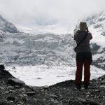 Obrovský ledopád, po jehož pravé straně vede výstupová cesta na SV žebro.