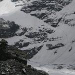 Blíží se špatné počasí, všichni horolezci scházejí dolů.