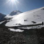 V krásném ránu pomalu stoupáme do Thapa Passu, 5258 m. n. m.
