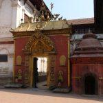 Zlatá brána ve městě Bhaktapur, prý nejúžasnější památka Nepálu.