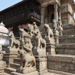 Vstup do chrámů střeží mnoho různých soch zvířat, krásně provedených.