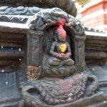 Hinduistické byly zdobné a celé mastné od obětních svící.