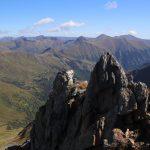 Krásné výhledy ze skalnatého vrcholu Sauofen.