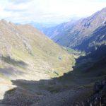 Pohled z Karscharte do údolí Tuchmoarkar.
