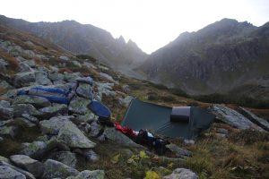 Můj tábor u Schimpelsee. V pozadí uprostřed Hasenohren a Hasenohrencharte.
