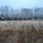 Opuštěná chátrající chatová osada.
