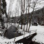 Říčka Libochůvka a mostek přes ní.