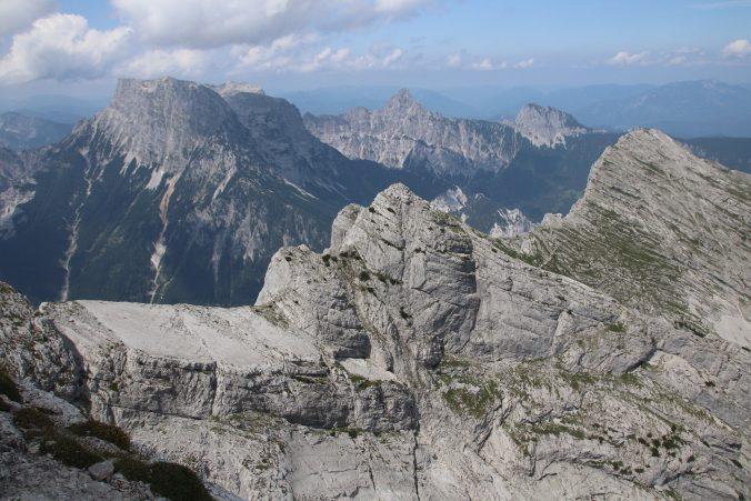 Pohled na cestu Dachlgrat mezi Planspitze a Hochtorem.