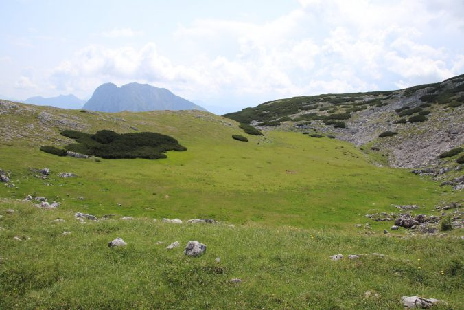 Pod vrchol Hochzinödlu by se vešlo celé fotbalové hřiště.