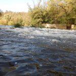 Rozvalený jez u Hrubšic, dnes měl vody dost.
